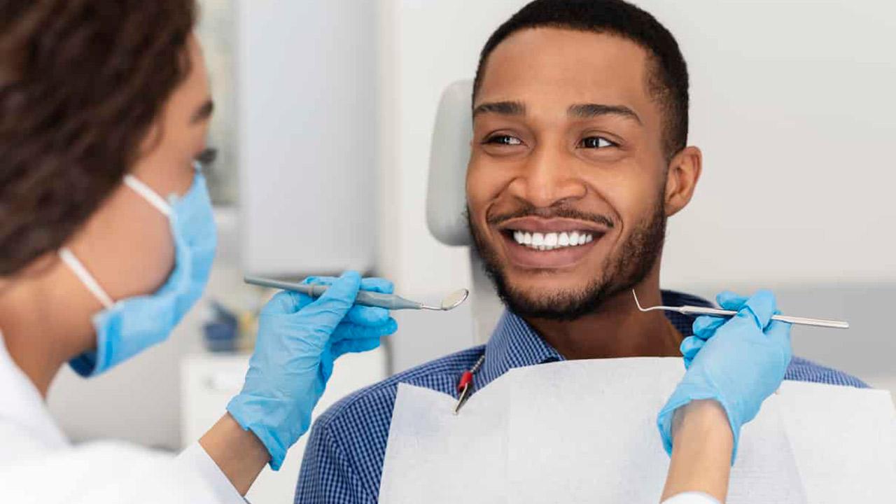 Incrustaciones Dentales con Composites, con la Técnica de Estratificación (Resinas Compuestas)